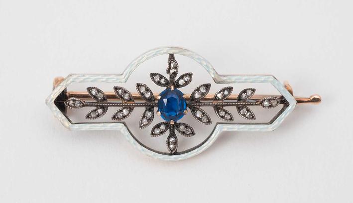 Spilla con zaffiro di Peter Carl Fabergé
