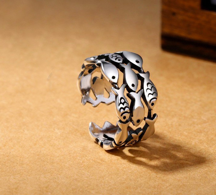 Evamiumiu Jewelry, anello pesci in argento