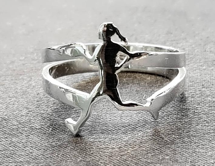 Kobe Sport Jewelry, anello in argento di donna maratoneta