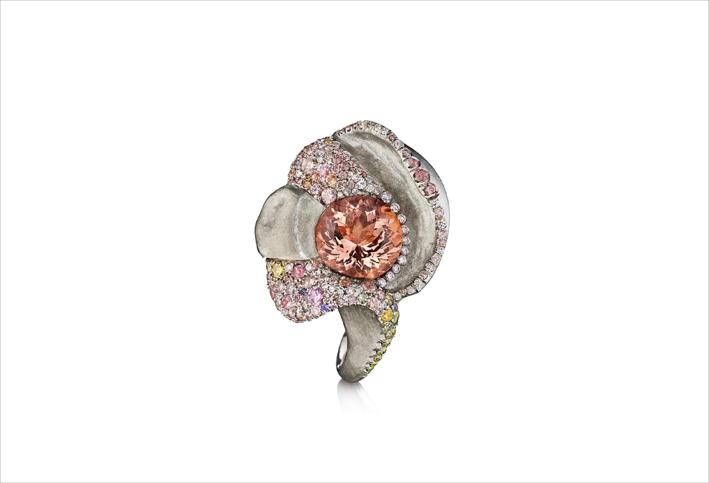 Spilla con morganite, diamanti e zaffiri