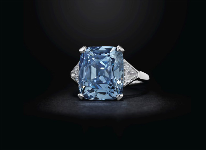 Anello con diamante blu di Bulgari
