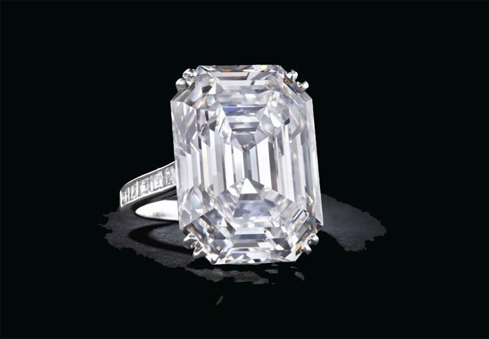 Anello con diamante da 28,70 carati