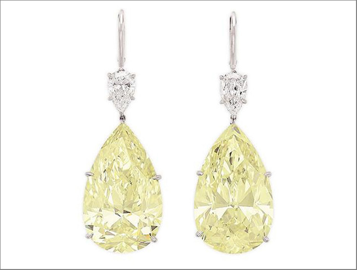 Orecchini con diamanti fancy yellow da 37,87 carati e 36,80 carati
