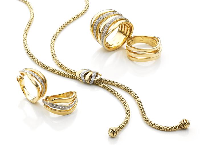 La collezione Stretch Nuvola in oro giallo
