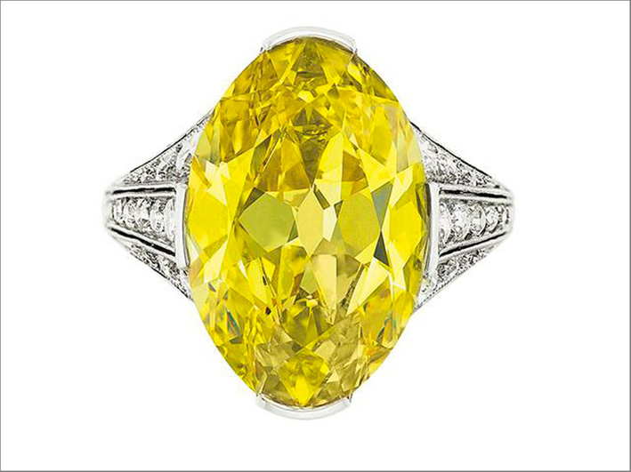 Anello con diamante fany yellow ovale da 8 carati