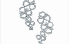 Orecchini in platino e diamanti della collezione Tiffany Paper Flowers