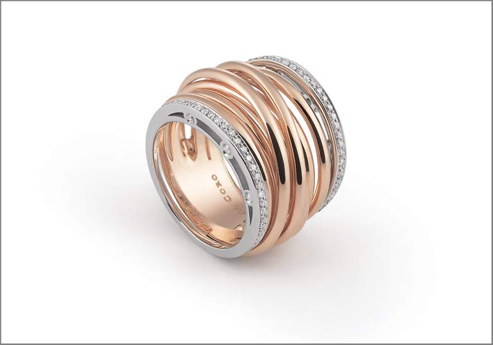 Al Coro, anello in oro rosa e pavé di diamanti
