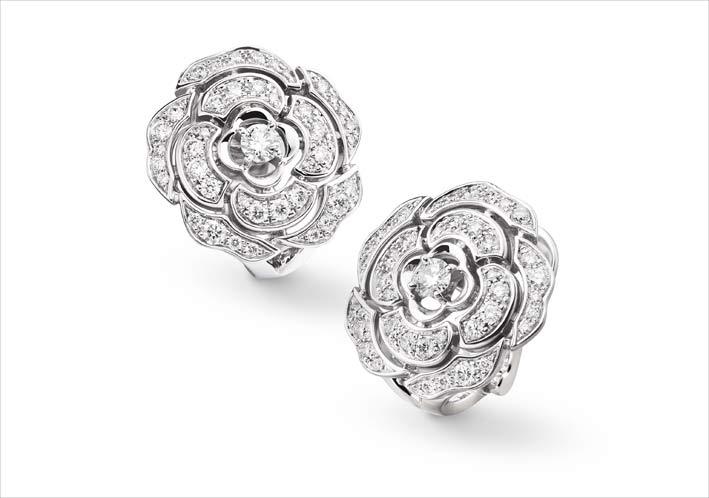 Orecchini bouton in oro bianco e diamanti