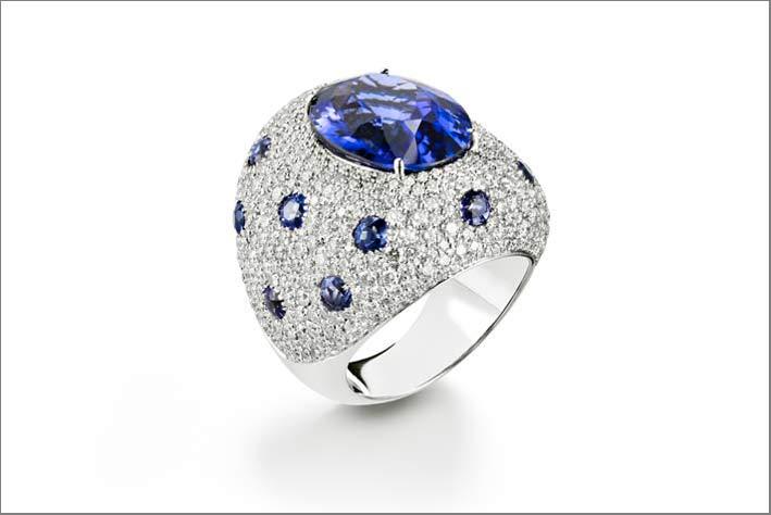 Nuovo anello della collezione Firework con pavé di diamanti e tanzanite taglio ovale