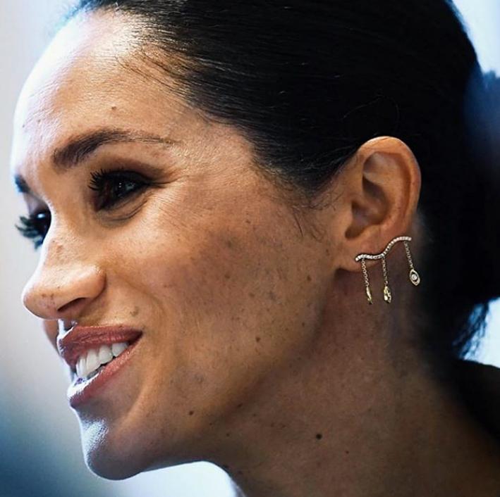 Meghan Markle con gli orecchini di Kimai