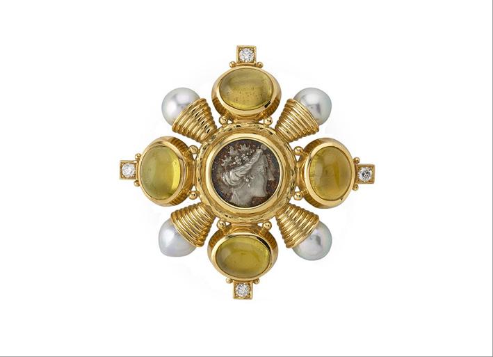 Spilla KIss in oro, perle e al centro una moneta in argento di Eubea (Grecia) del secondo secolo a.e.v.