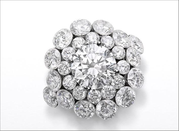 Anello con cluster di diamanti