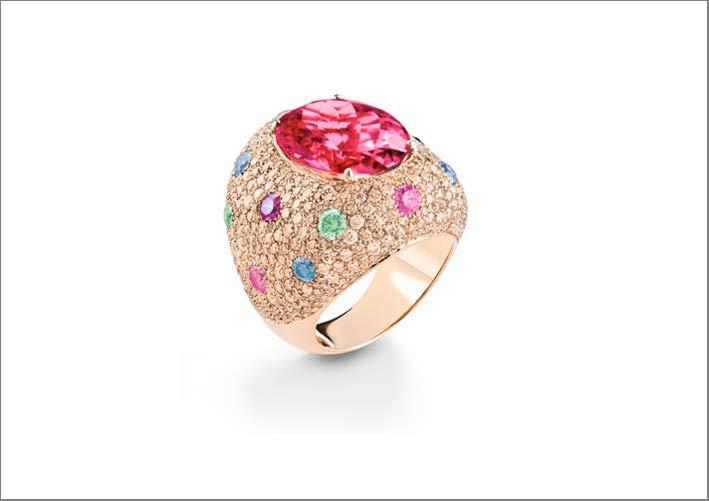 Anello della collezione Firework in oro rosa con diamanti brown e rubellite taglio ovale
