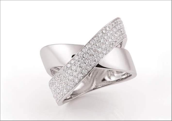 Al Coro, anello in oro bianco con pavé di diamanti