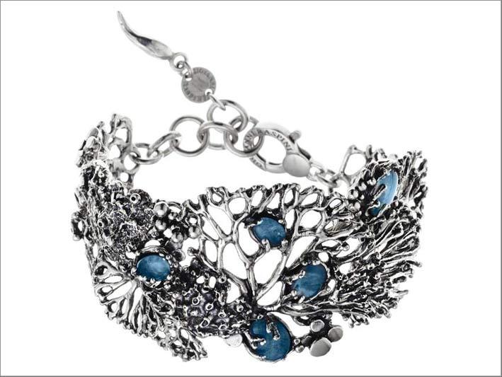 Bracciale grande in argento, opali, cristallo di rocca