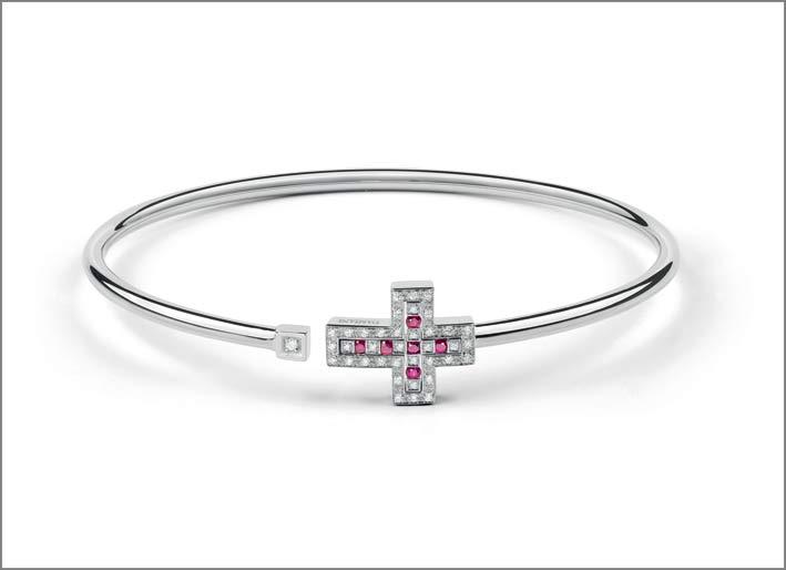 Bracciale a forma di croce in oro bianco, diamanti e rubini