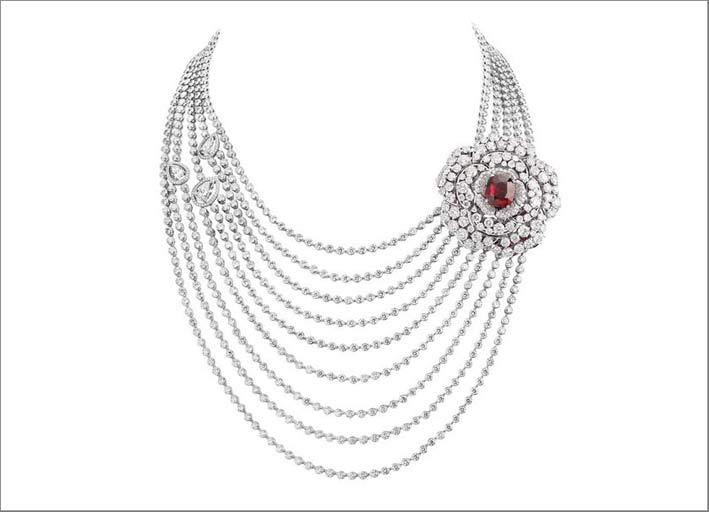 Chanel, collana di diamanti con rubino