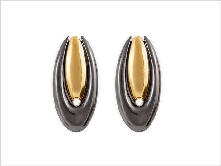 Orecchini ispirati a Brancusi in bronzo dorato  e rodiato nero