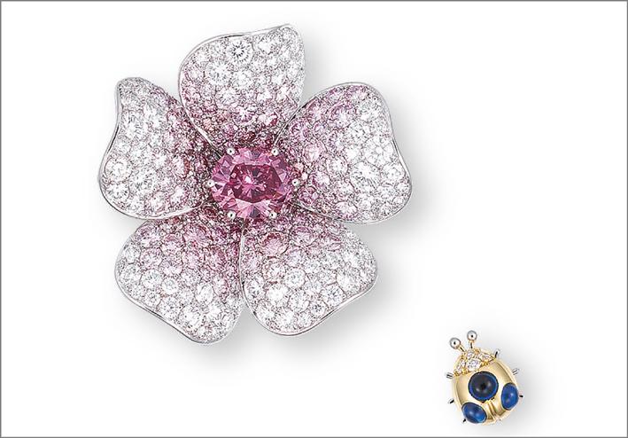 Pendente per collana o spilla con diamante rosa vivido e coccinella con zaffiro cabochon
