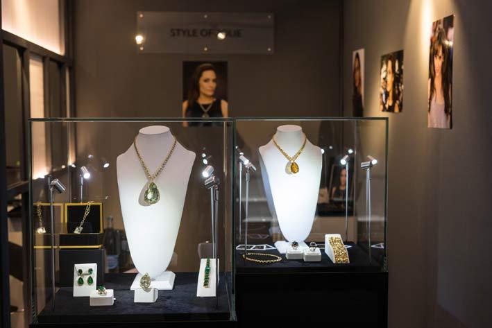 La vetrina di Robert Procop con i gioielli disegnati da Angelina Jolie