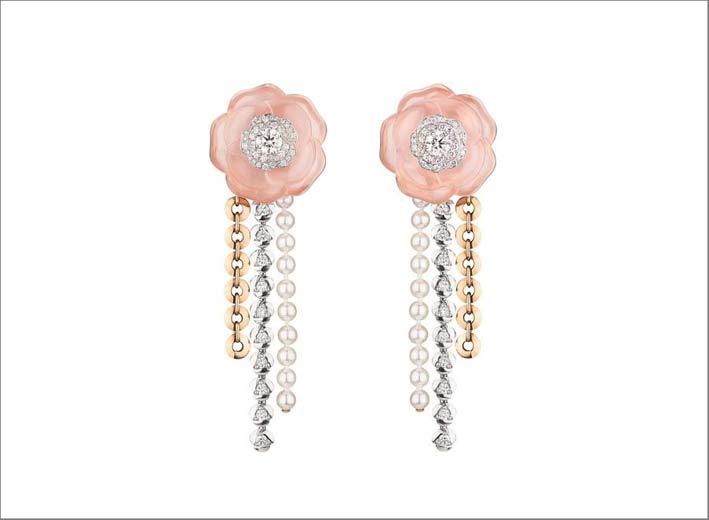 Orecchini in oro bianco, rosa, perle, quarzo scolpito, diamanti