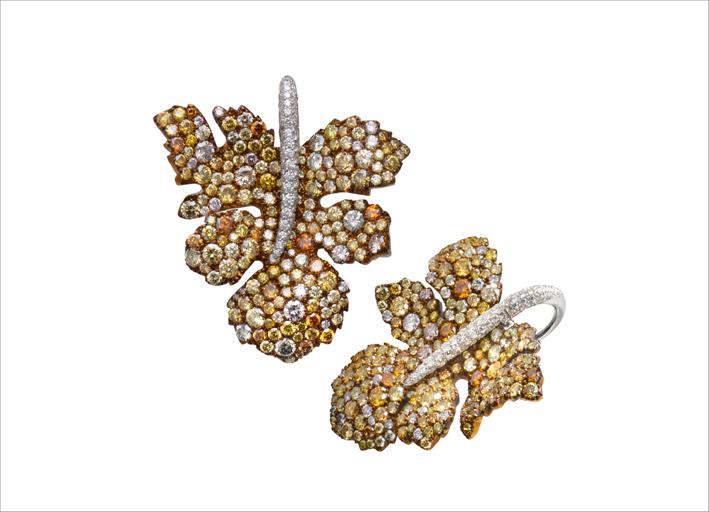 Orecchini in titanio con diamanti colorati