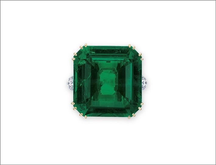 Anello con smeraldo ottagonale e diamanti