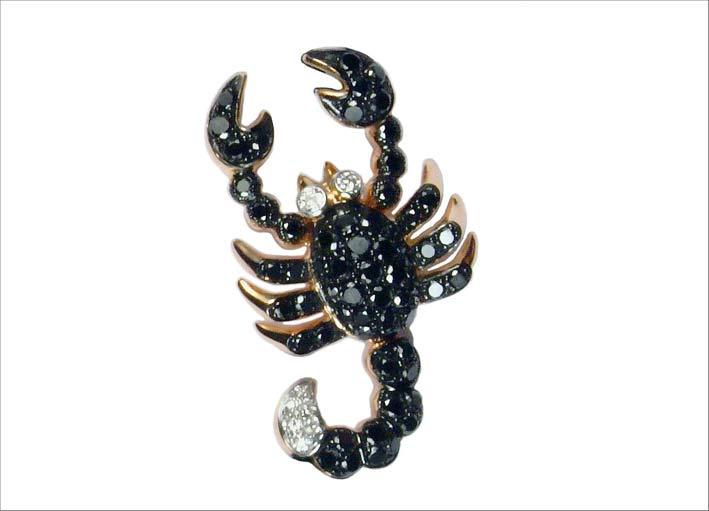 Spilla scorpione con diamanti neri