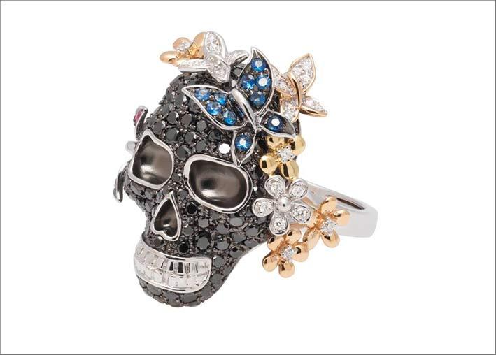 Anello teschio con diamanti neri e bianchi ispirato al Messico