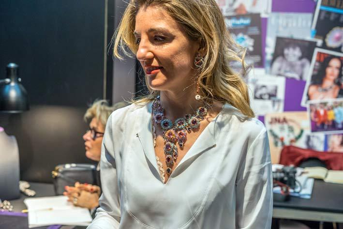 Valeria Boschi indossa la collana Rose de France