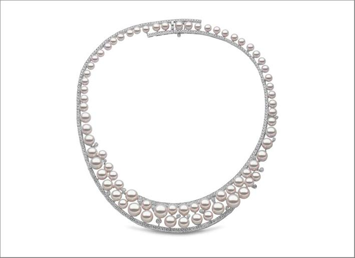 10 x 5.5mm South Sea and Akoya pearls, 6.11cts diamonds, set in 18ct white gold. Price on application