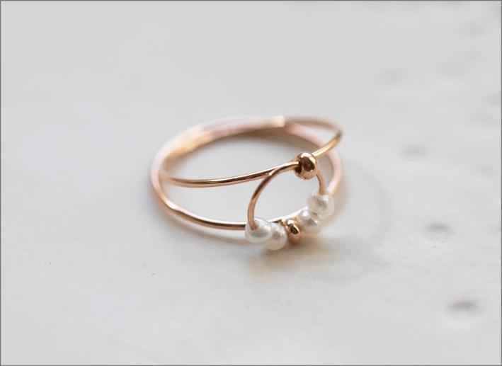 Anello con cerchi di fili d'oro e 4 perle naturali