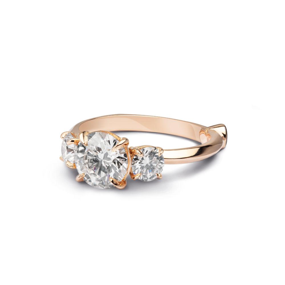 Anello in oro rosa con due diamanti per oltre 2 carati
