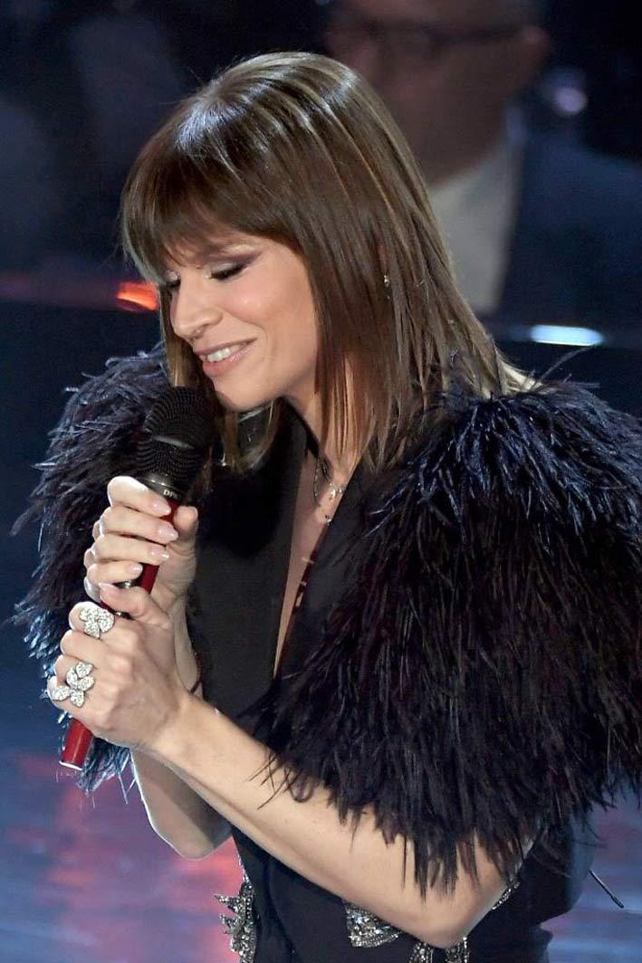 Alessandra Amoruso con i gioielli di Pasquale Bruni