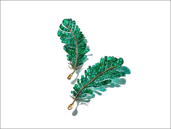 Divine Feather, spilla con 180 carati di smeraldi