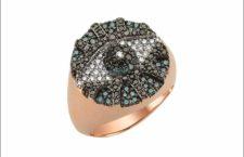 Bee Goddess, anello con la figura dell'occhio in oro rosa e diamanti neri e grigi