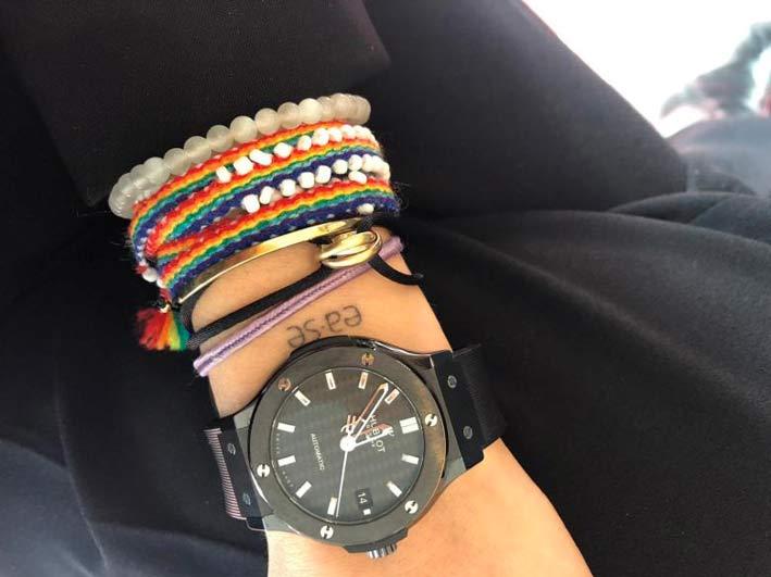 Semplici bracciali di perline con un Classic Fusion Magic di Hublot, indossato dalla pr Nathalie Rother