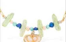 Collana con perle d'acqua dolce, conchiglia, perline, argento placcato oro