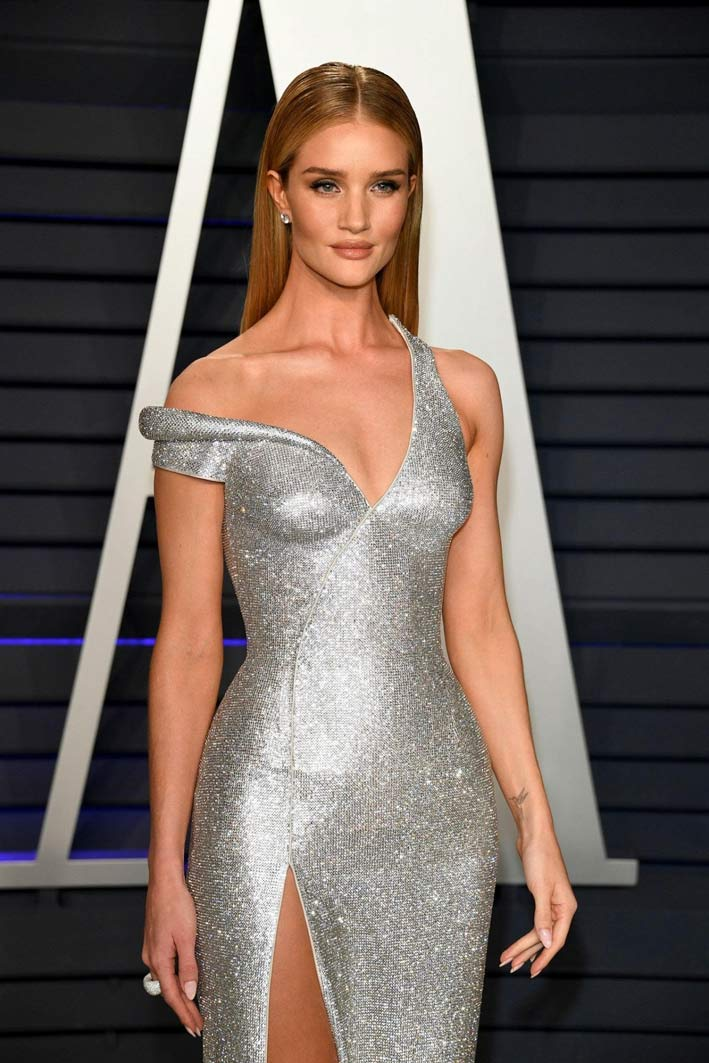 Rosie Huntington-Whiteley con anello di Vhernier