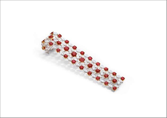 Bracciale con rubini per 39,5 carati e diamanti