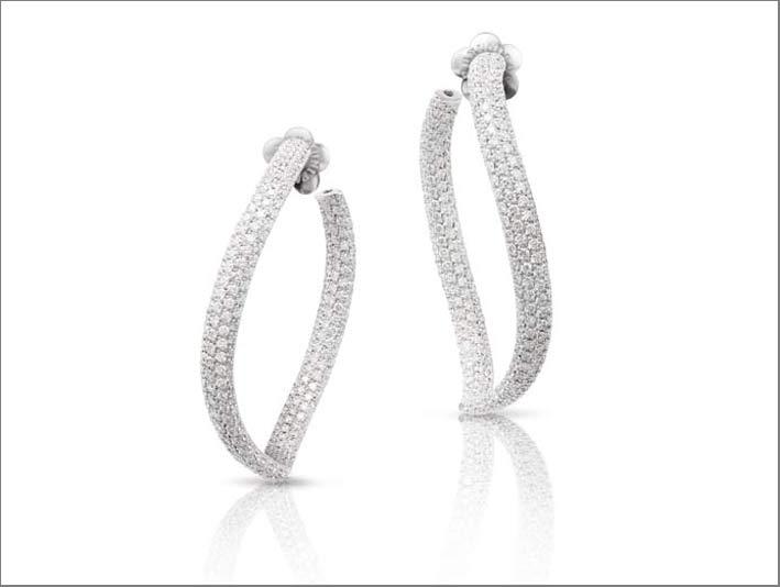 Orecchini Sensual Toucj in oro bianco e diamanti di Pasquale Bruni