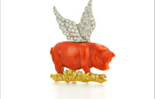 David Webb, spilla Winged Pig con oro e diamanti