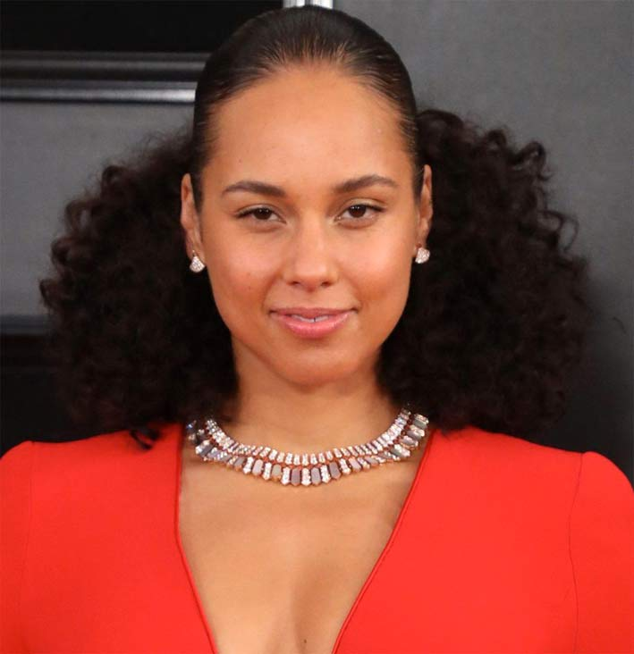 Alicia Keys con collana in madreperla di Bulgari