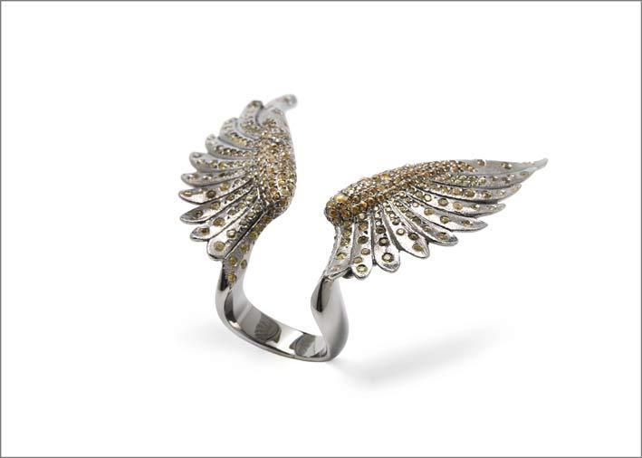 Anello a forma di ali di Arman Suciyan