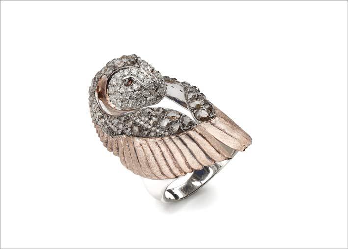 Anello a forma di civetta con diamanti grigi