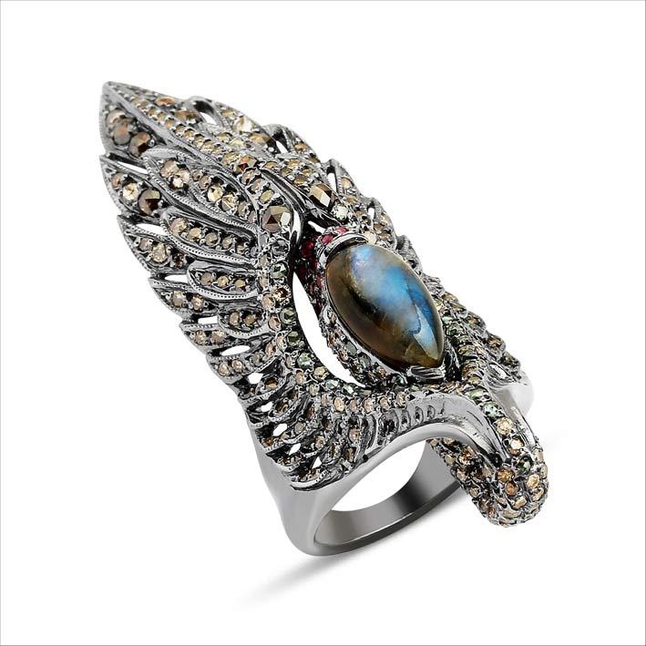 Anello con diamanti grigi e opale