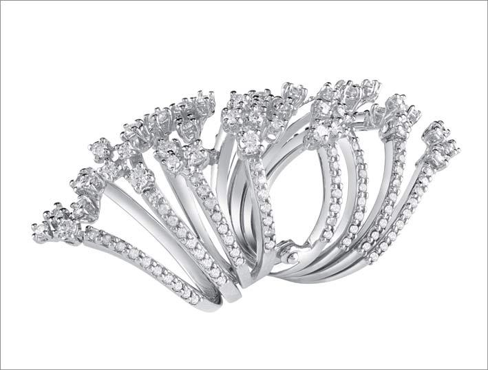 L'anello Maharaja in oro bianco con diamanti di Salvini