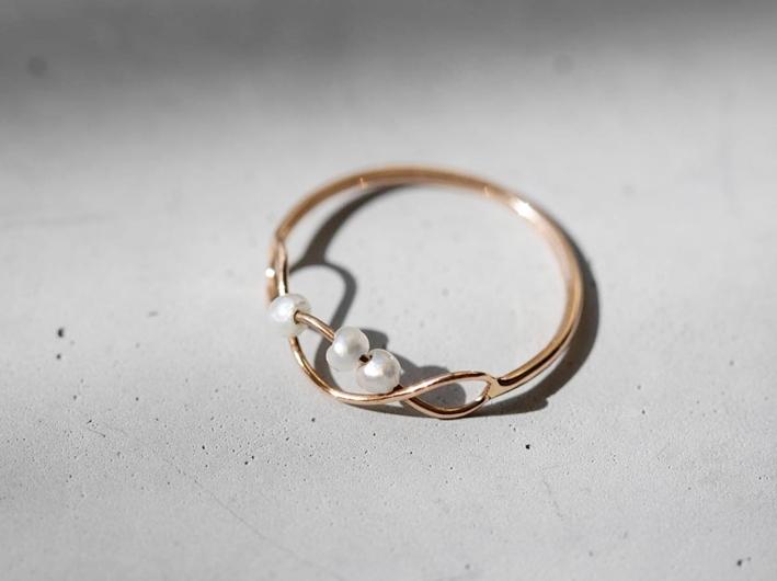 Anello Twist in oro e perle naturali