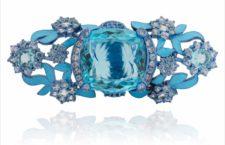 Lydia Courteille, anello con acquamarina taglio cuscino, lato superiore. Titanio blu, acquamarina, zaffiri, quarzo capelvenere