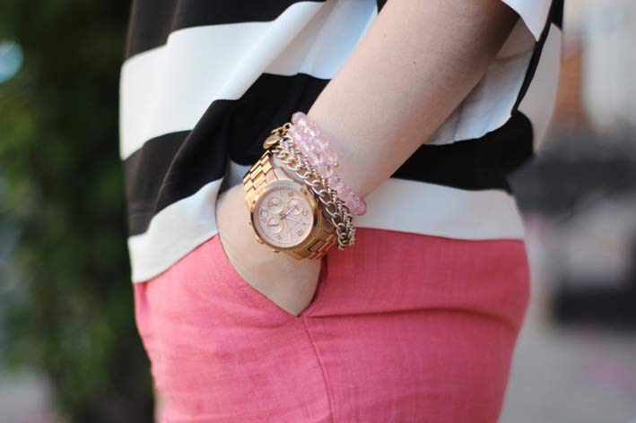 Orologio Michael Kors con semplici bracciali Alex and Ani